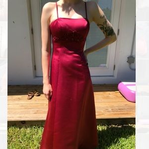 Simple red prom/ formal gown